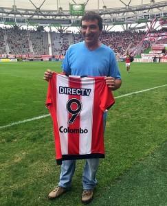 Juani foi homenageado pelo Estudiantes em abril deste ano. Arquivo pessoal