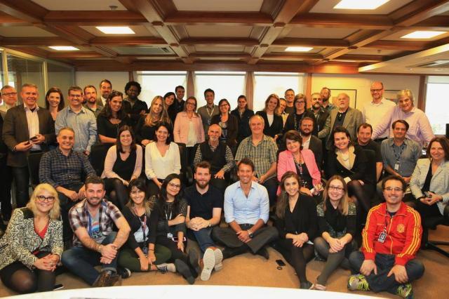 Presidente do Grupo RBS, Eduardo Sirotsky Melzer (ao centro, de camisa azul-claro), em encontro com jornalistas da empresa Foto: Jefferson Botega / Agencia RBS