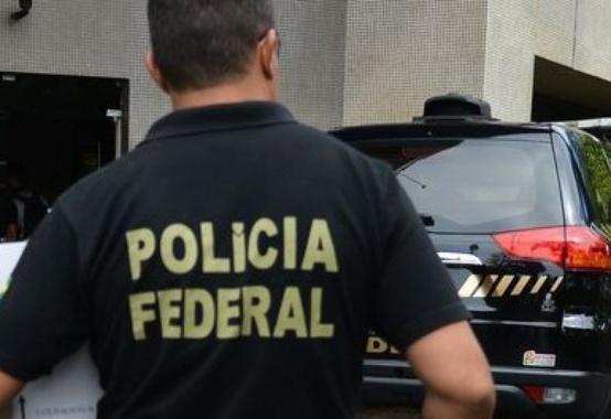 Durante as investigações da Operação Lava-Jato, constatou-se que Jose Carlos Bumlai contraiu um empréstimo fraudulento junto ao Banco Schahin em outubro de 2004 no montante de R$ 12 milhões