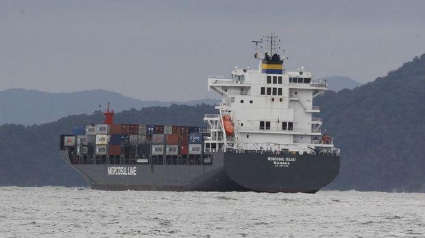 Os prejuízos com atrasos superam US$ 1 milhão. O custo de um navio inoperante varia entre US$ 25 mil (R$ 87,25 mil) e US$ 80 mil (R$ 279,2 mil), dependendo do tipo de carga que é transportada.