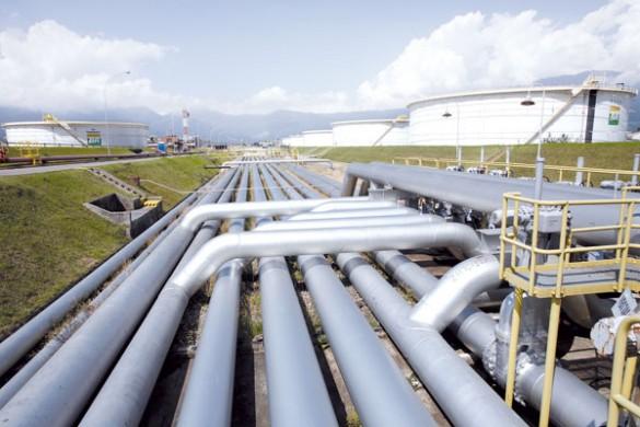 Os investigadores acreditam que os furtos de petróleo e combustível foram planejados pelas poderosas milícias da cidad